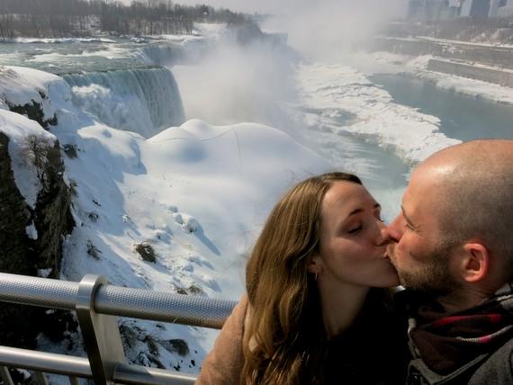 Niagara Falls Kiss