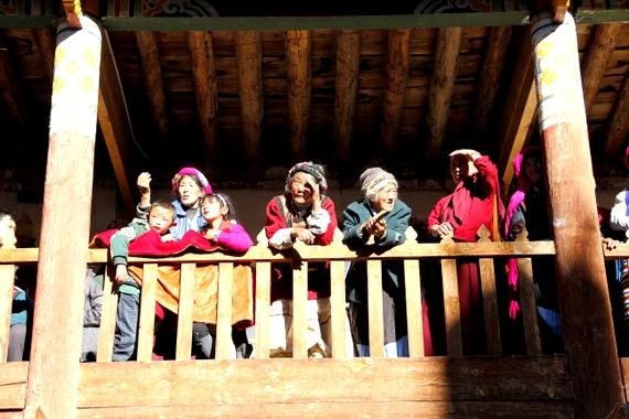 Locals ladies in their cloth-braided hair - benzilan china
