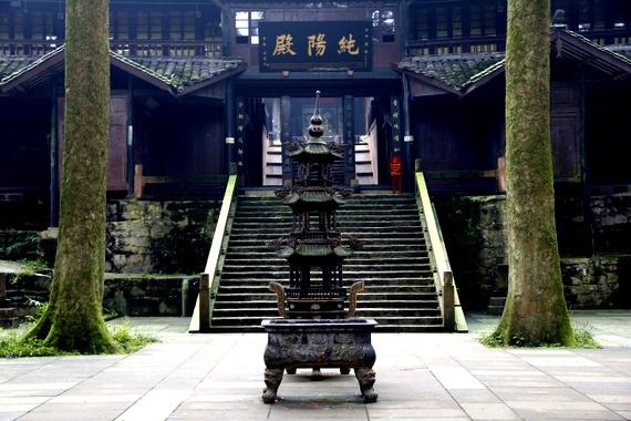 Prayers and incense at Emeishan China