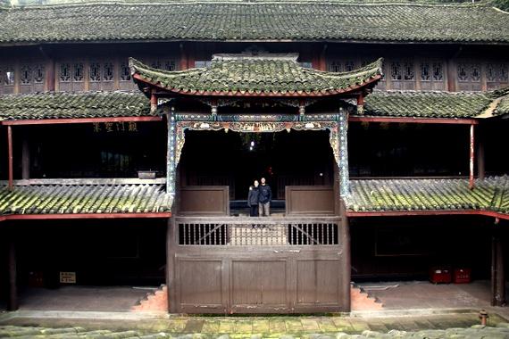 Sleep in a monastery at Emeishan Mountain