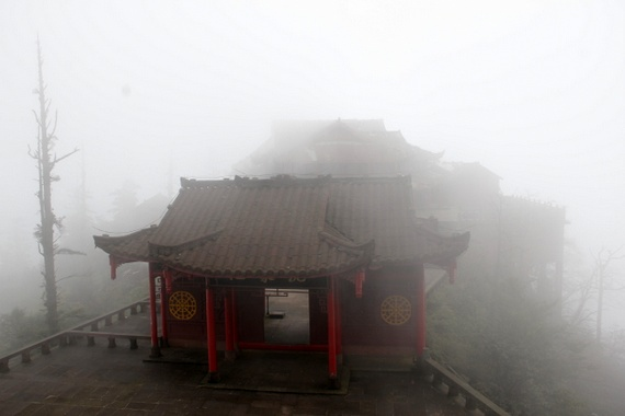 Foggy temples of Emeishan, China
