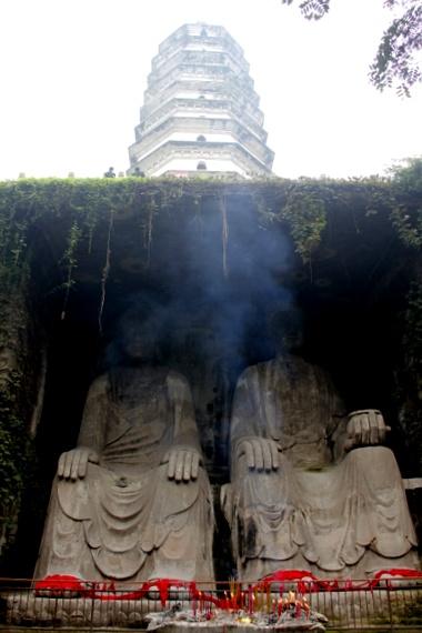 Pagoda meets Twin Buddha complex