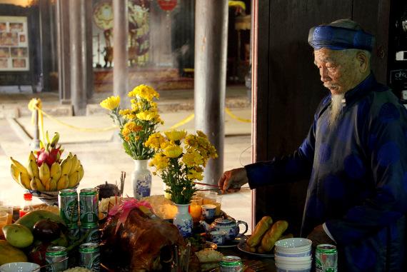 Vietnamese man making an offering