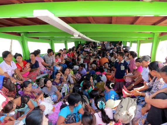 Boat to Ogre Island / Bilu Kyun island