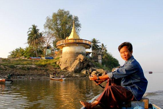 Boat to Mt. Hpar Pu