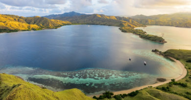 Horseshoe Bay komodo-indonesia-honeytrek-com