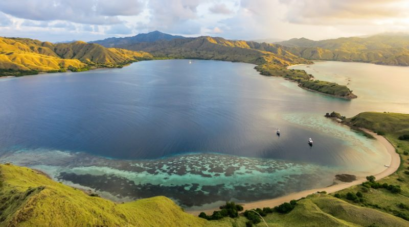 Komodo, Indonesia: Diving and Dragons