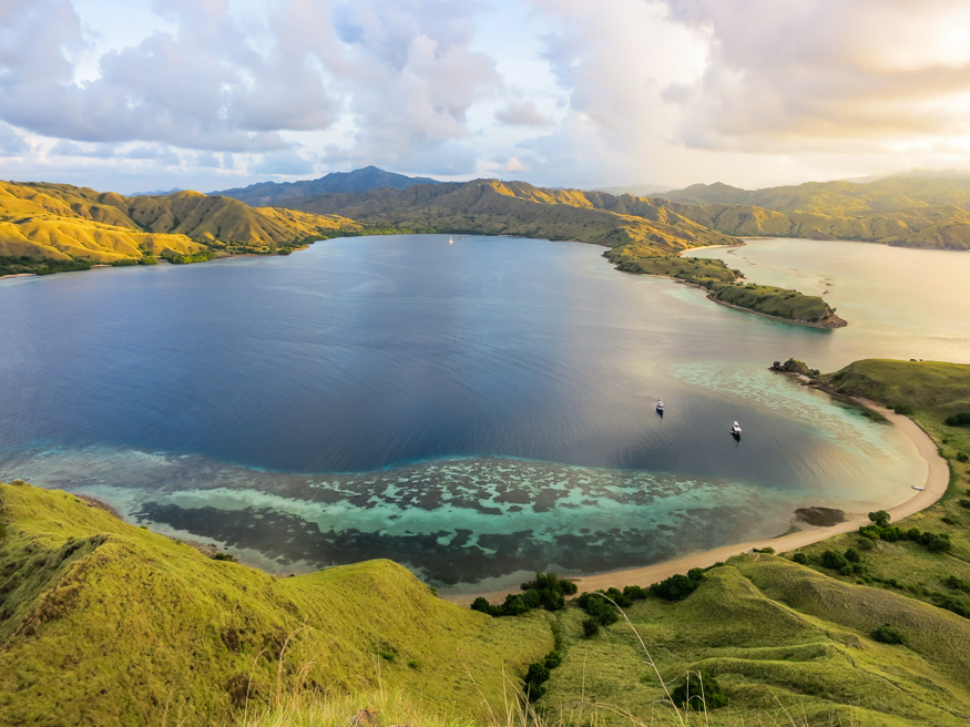 Scuba Diving Komodo Indonesia Diving And Dragons
