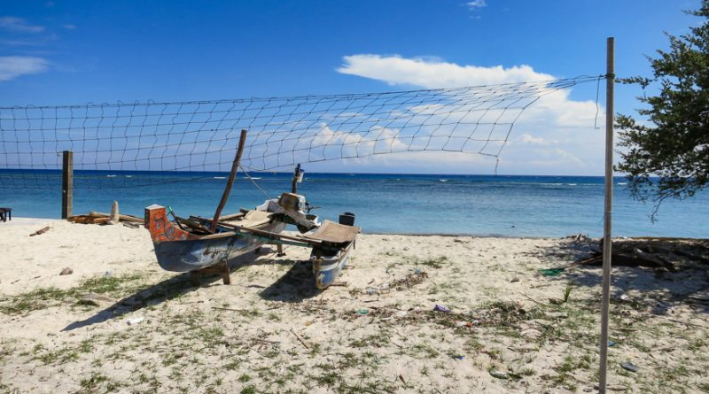 Volleyball or Fishing net...hmmmm