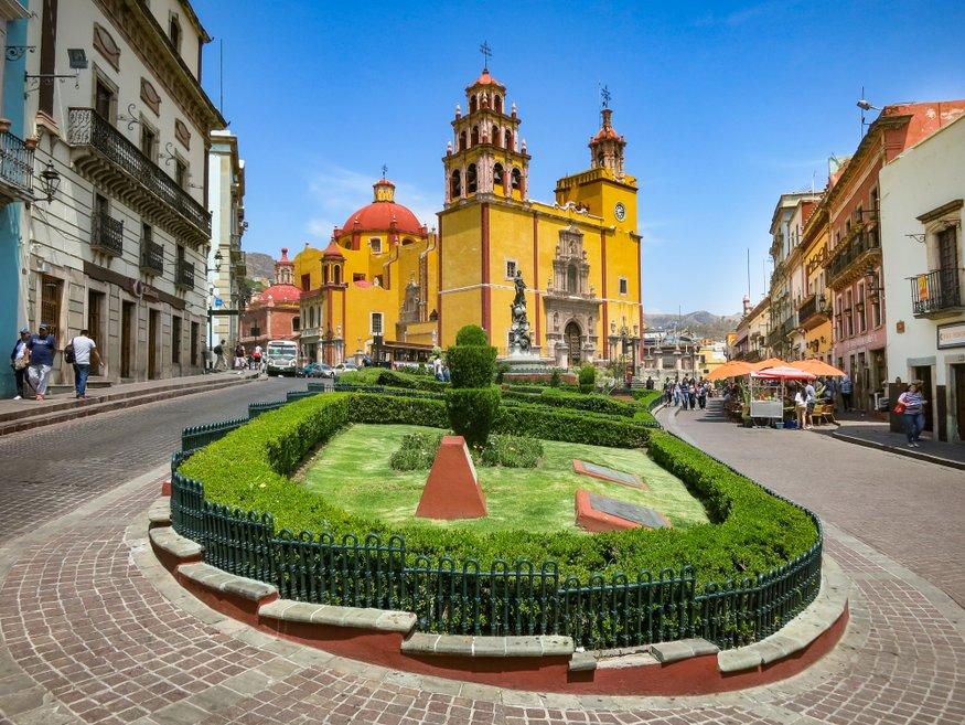 Plaza de la Paz Basilica